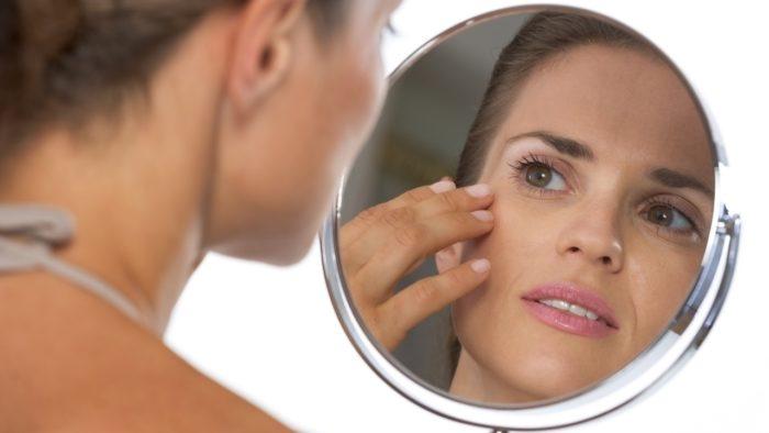 При появлении шишки на лице нужно обратиться к хирургу